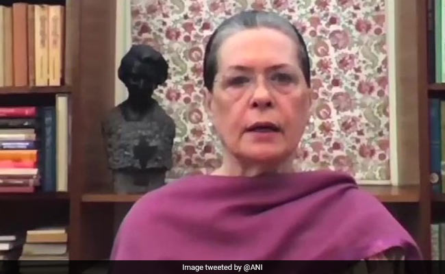 Sonia Gandhi Urges Kerala To Defeat 'Divisive Forces, Authoritarian Leaders'