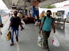 महामारी के बीच काम पर लौटने के लिए मजबूर UP के प्रवासी मजदूरों ने कहा-