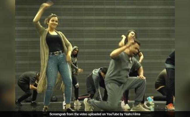 Bhojpuri Song: आम्रपाली दुबे ने 'हमारे पति देव जी' पर निरहुआ संग मॉडर्न ड्रेस में यूं किया डांस, Video 2 करोड़ के पार