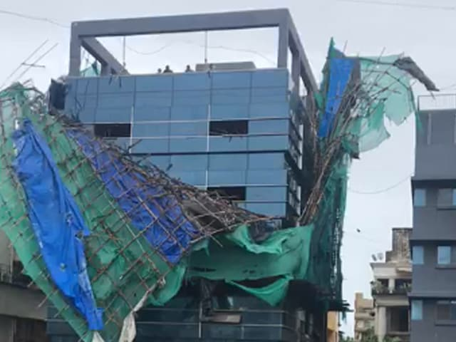 Video : Temporary Structure Atop Bandra Building Collapses As Cyclone Nisarga Brings Wind, Rain