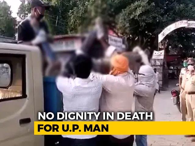 Video : Body Of UP Man Who Died On Road Taken In Garbage Van Over Virus Fears