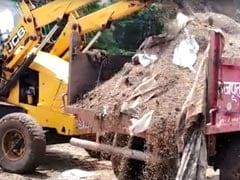 VIDEO: मध्य प्रदेश के सिवनी में लापरवाही के कारण ढाई सौ क्विंटल गेहूं बारिश में खराब, JCB मशीन से यूं लगाया गया 'ठिकाने'