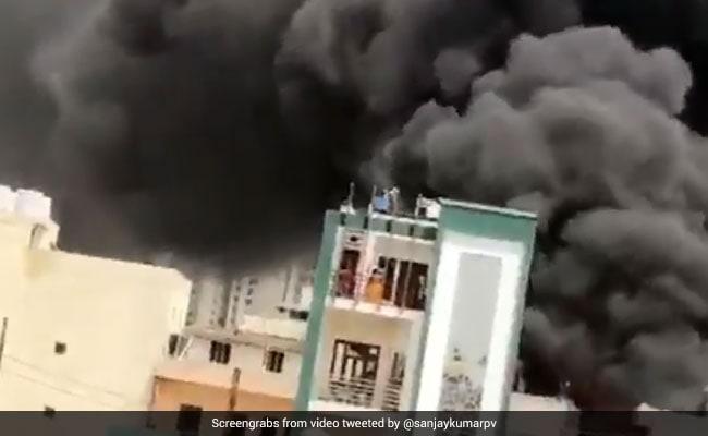 गाजियाबाद की केमिकल फैक्ट्री में लगी भीषण आग, दमकल की 10 गाड़ियां मौके पर