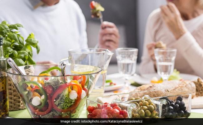 two people eating low blood pressure-friendly food