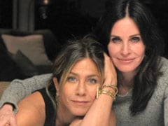 """Sorry I'm Late"": Jennifer Aniston's Birthday Wish For Courteney Cox Is Worth The Wait"