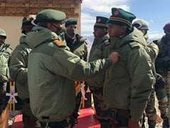सेना प्रमुख ने किया LAC का दौरा, हिंसक झड़प में साहस दिखाने वाले जांबाजों को किया सम्मानित