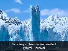 रूई की तरह हवा में उड़ने लगी बर्फ की चट्टानें, Video देख कहेंगे OMG!