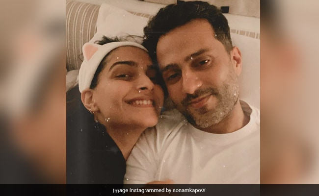 Sonam Kapoor Celebrates 35th Birthday With Family, Friends And 4 Cakes! (See Pics Inside)