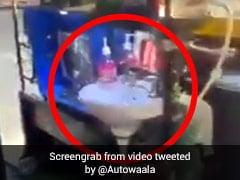 कोरोना से बचने के लिए ऑटोवाले ने लगाया ऐसा देसी जुगाड़, लोग हंस-हंसकर लोट-पोट... देखें Viral Video