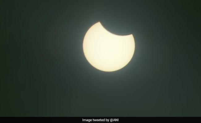 Surya Grahan 2020 LIVE UPDATES : सूर्य ग्रहण का नजारा, हर अपडेट और 'रिंग ऑफ फायर' यहां देखें