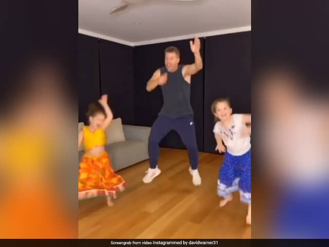 Watch: David Warner And His Daughters Dance On Akshay Kumars Hit Song