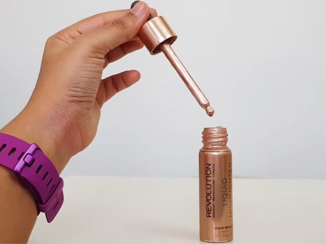 Video : Makeup Review: We Tried The Makeup Revolution Liquid Highlighter