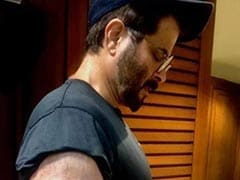 """What Do You Think Anil Kapoor Is Doing In This Pic - """"Texting Or Flexing?"""""""