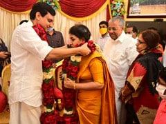 केरल के मुख्यमंत्री पिनारायी विजयन की बेटी ने सादे समारोह में रचाई शादी, देखें तस्वीरें