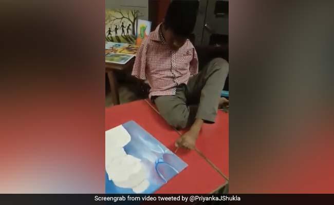 हाथ नहीं होने के बावजूद, शख्स ने पैरों से बनाई ऐसी जबरदस्त पेंटिंग, तेजी से वायरल हुआ Video