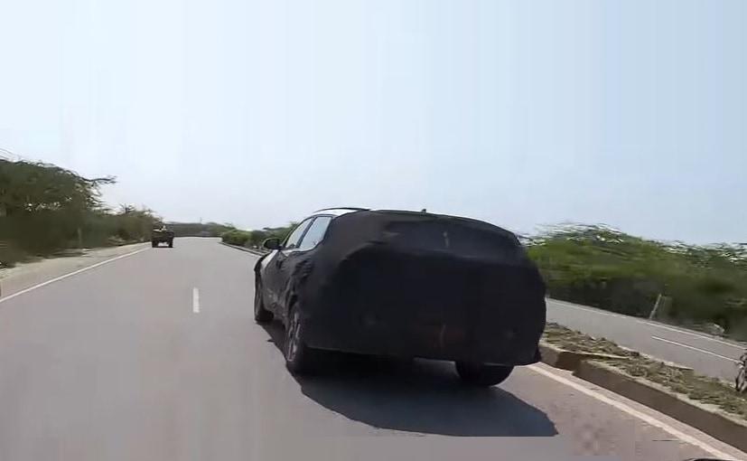 किआ सोनेट SUV को हरियाणा में टेस्टिंग के दौरान हाल में देखा गया है
