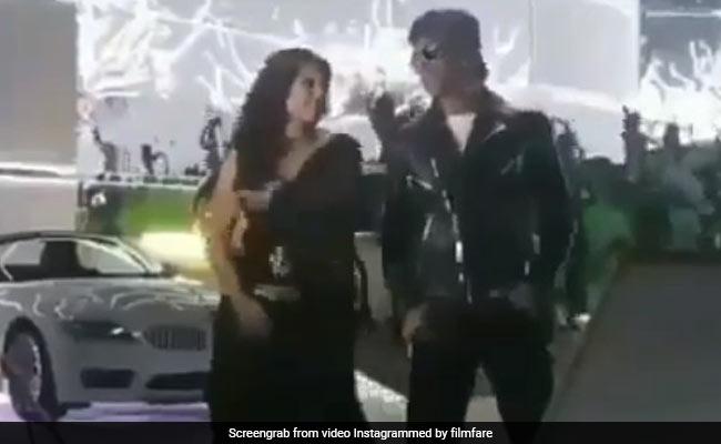 डांस के दौरान जब काजोल को गलती से किस कर बैठे थे शाहरुख खान, सेट पर बन गया ऐसा माहौल- देखें Video
