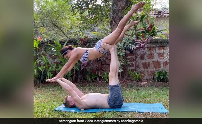 International Yoga Day 2020: Aashka Goradia's Intense Yoga Session With Husband Brent Goble