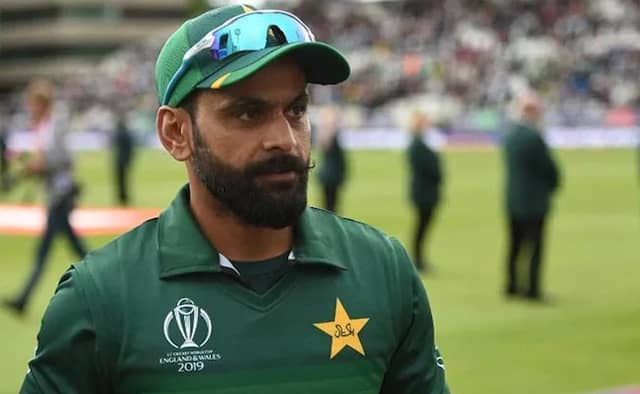 Mohammad Hafeez Corona-19 test becomes puzzle, thats why he may face the irk of PCB