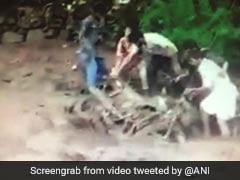 जम्मू कश्मीर: पुंछ जिले में बादल फटने से मची तबाही,कई घर हुए क्षतिग्रस्त तो कई वाहन बारिश में बह गए
