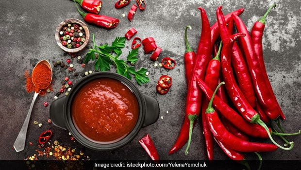 Street-Style Recipe: How To Make Chilli Sauce At Home With Just Three Ingredients