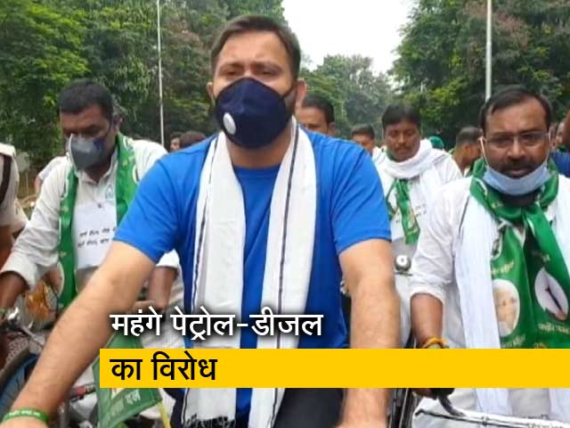 Videos : राजद नेता तेजस्वी यादव ने निकाली साइकिल यात्रा