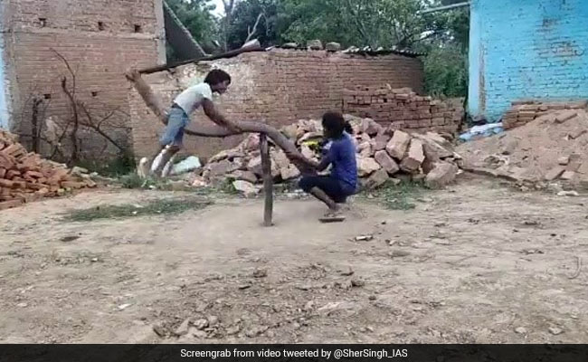 Video Of Children On Makeshift See-Saw Gets 100 For Creativity On Twitter