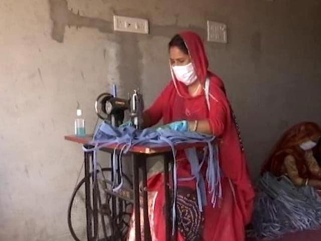 Video: The Silai School Women Fight The Economic Crisis During COVID-19 With Their Skill