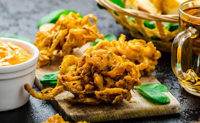 6 Vegetarian, Crispy North Indian Snacks We Can Never Get Enough Of