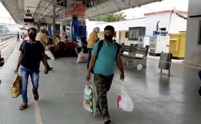 'Coronavirus Better Than Hunger,' Say UP Migrant Workers Going Back To Work