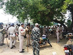 दिल्ली पुलिस के कॉन्स्टेबल का शव पेड़ से लटका मिला, मुठभेड़ में दो बदमाशों को गोली लगी