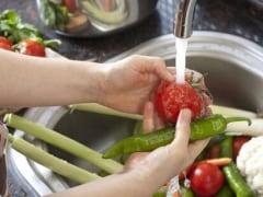 Covid-19: क्या फल-सब्जियों को साबुन से धोना होगा? जानें फल-सब्जियां साफ करने के 5 टिप्स, FSSAI से