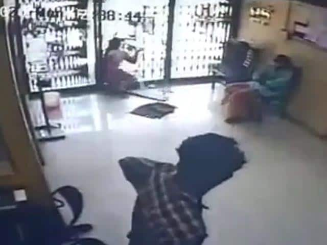 Video : Kerala Woman Crashes Into Glass Door At Bank, Dies; Accident On CCTV