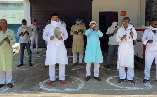 बिहार में बीजेपी की वर्चुअल रैली का आरजेडी ने थालियां पीटकर विरोध किया