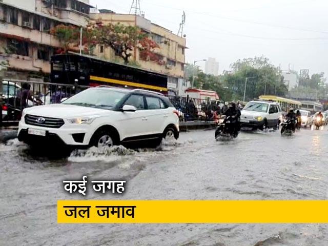 Videos : तूफान के चले जाने के बाद भी मुंबई में तेज बारिश