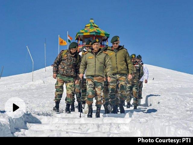 आर्मी चीफ जनरल नरवणे दूसरे दिन भी करेंगे LAC का दौरा, लोकल कमांडरों से करेंगे मुलाकात