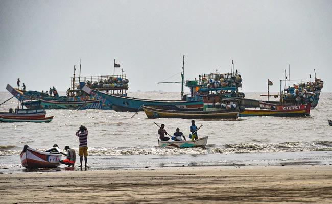 तूफान निसर्ग के कारण मुंबई अलर्ट पर, 120 किमी की गति से चलेंगी हवाएं, उठ सकती हैं 6 फीट ऊंची लहरें, 10 बातें
