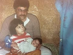 """This Pic Of """"<i>Chhoti</i> Mumma"""" Kriti Sanon Holding Sister Nupur Is What We Call A Blast From The Past"""