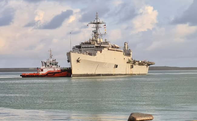ऑपेरशन समुद्र सेतु : विदेश में फंसे 700 भारतीयों को घर लाने के लिए श्रीलंका पहुंचा INS जलाश्व