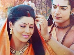 Debina Bonnerjee And Gurmeet Choudhary Fought On The Sets Of <I>Ramayan</I>. Because, Make-Up