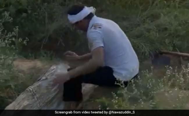 खाली समय में यूपी के अपने गांव के खेत में पसीना बहा रहे एक्टर नवाजुद्दीन सिद्दीकी, शेयर किया VIDEO