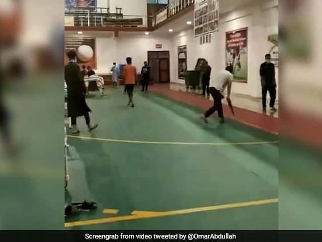 Jonty Rhodes Shares Viral Video Of People Playing Cricket In Quarantine Facility. Watch Video