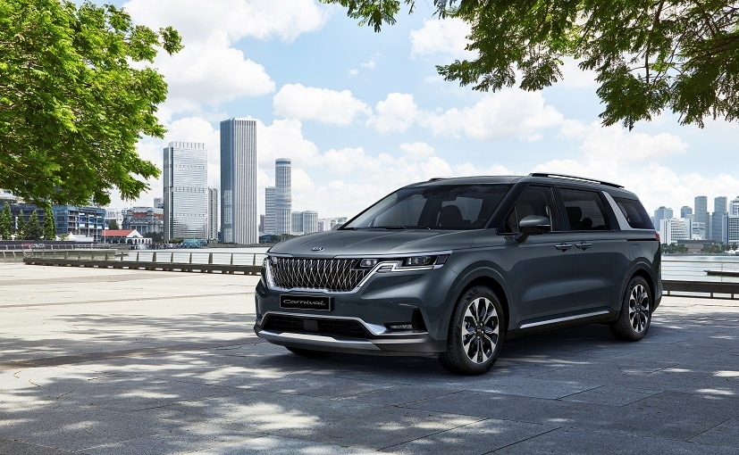 The new-gen Kia Carnival gets a wider and bolder tiger-nose grille and sleek headlamps