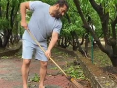 Trending: Salman Khan And Iulia Vantur Cleaning Panvel Farmhouse On World Environment Day