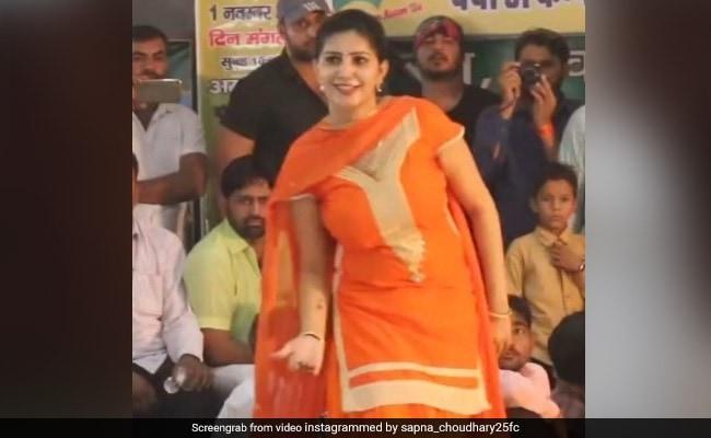 सपना चौधरी ने स्टेज पर डांस से फिर मचाया धमाल, देसी क्वीन का Video हुआ वायरल