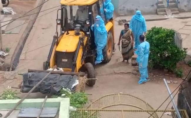 Earthmover Used To Take Andhra Coronavirus Patient's Body To Crematorium