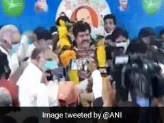 आंध्र प्रदेश: सरकार का एक साल पूरा होने के जश्न में मंत्री और सांसद ने उड़ाई सोशल डिस्टैंसिंग की धज्जियां, देखें Video