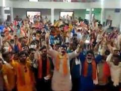 मध्य प्रदेश : बगैर मास्क समर्थकों संग नारेबाजी करते दिखे मध्य प्रदेश के मंत्री, VIDEO वायरल