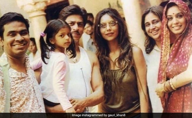 Throwback: Shah Rukh Khan, Gauri And Tiny Suhana With Rani Mukerji On The Sets Of Paheli