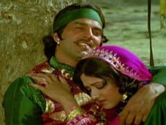 45 Years Of <I>Pratiggya</I>: Dharmendra Celebrates With A Video Clip Of <I>Uth Neend Se Mirzia Jaag Ja</I>
